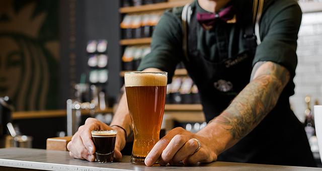 hambrientos-starbucks-cerveza-con-cafe